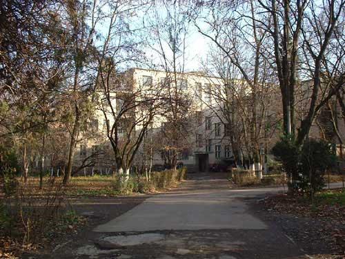 Het 150 jaar oude slecht onderhouden ziekenhuis in Beregovo